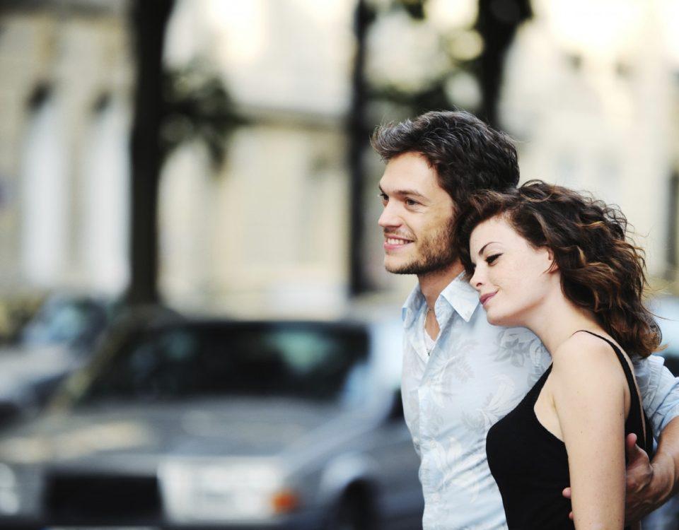 0. У мужчины и женщины возникает друг к другу чувство любви